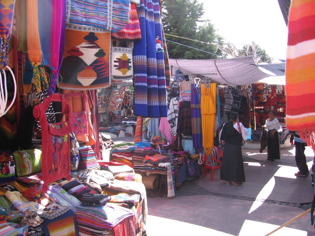 otavalo-market-negotiating